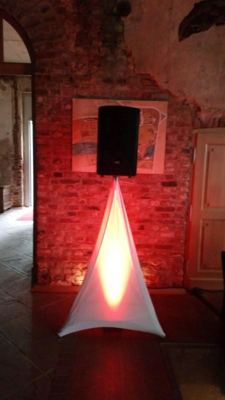 box-mit-husse-und-led-beleuchtung